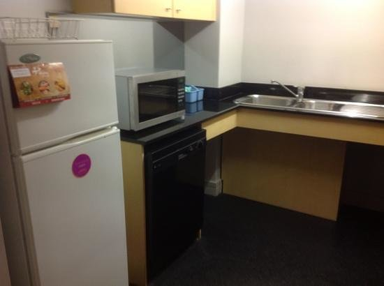 Adina Apartment Hotel Sydney Town Hall: Kitchen