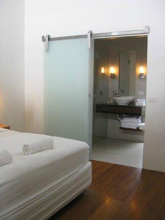 The Longhouse: Bathroom 2