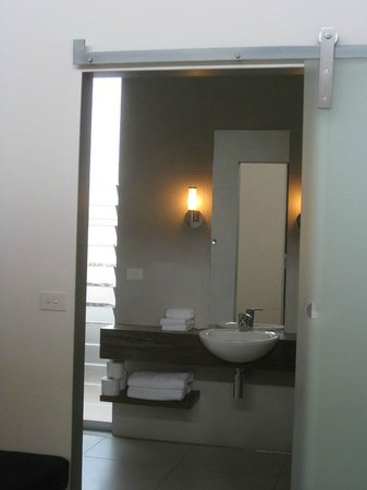 The Longhouse: Bathroom 2