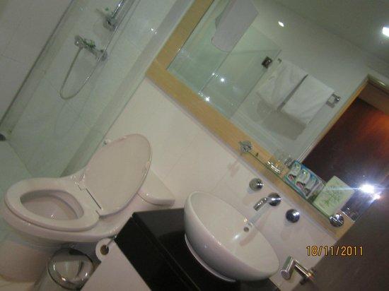 Urbana Langsuan: Bath