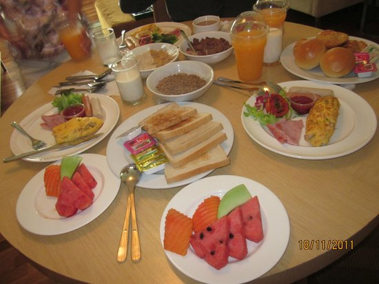 Urbana Langsuan : In room Breakfast (We ordered just for 3pax)