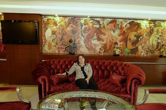 Hotel Mosaic: зона отдыха около бара