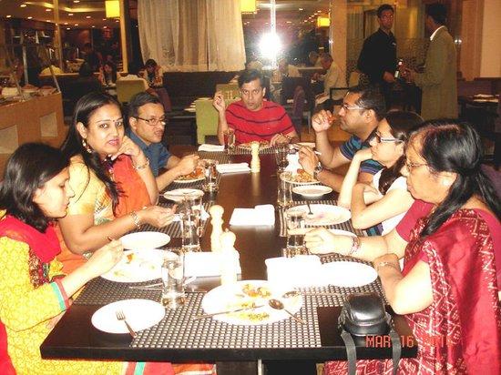 Le Meridien Jaipur Resort & Spa : Family feast