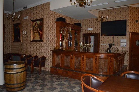 Hotel Sarmata: hotelowa winiarnia