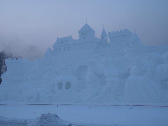Harbin Snow Fair : Gigantic playgroup with slides