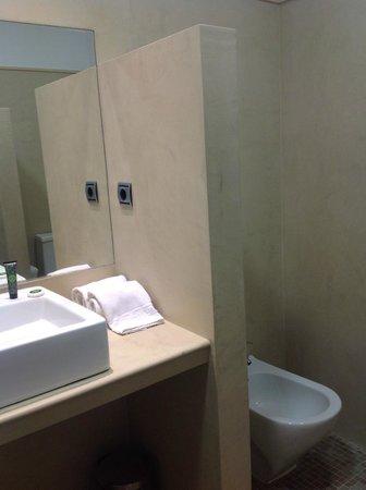 Los Seises by Fontecruz: bath room