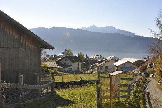 Berghotel Sternahaus: Aussicht ins Dorf