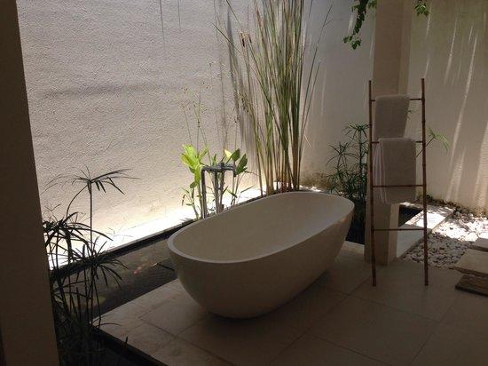 Villa Bali Asri Batubelig : Bathroom