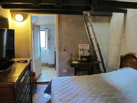 La Preta Nera: stanza grande con letto a soppalco