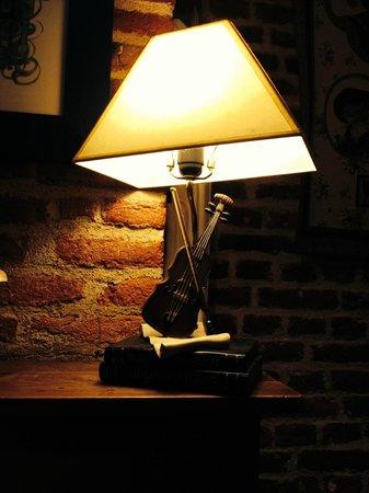 Au Chat Qui Lit : une lumière tamisée pour une ambiance intimiste