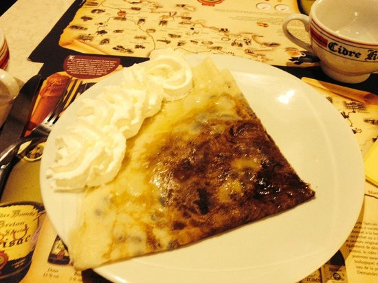 Au Chat Qui Lit : la crêpe Rodrigue: poire, chocolat et chantilly