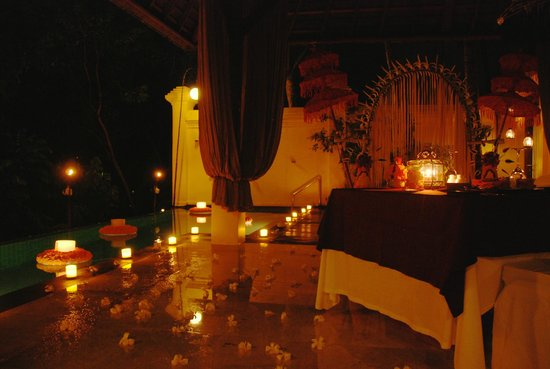 Komaneka at Bisma : romantic balinese dinner