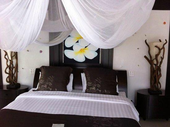 Dhevan Dara Resort & Spa Hotel: ห้องนอนคิงส์ไซส์