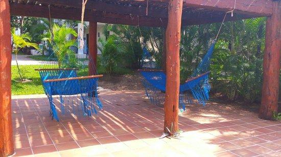 Sandos Playacar Beach Resort: Unsere Hängematten auf der privaten Terrasse (Habitaciones)