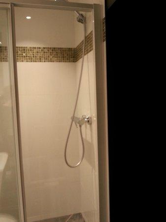 Hotel Antin Trinite: shower very nice