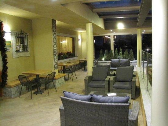 Olimpia Hotel Bormio: Ingresso all'esterno
