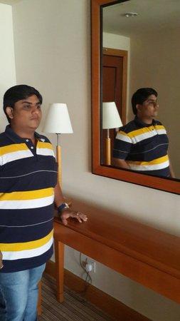 Grand Seasons Hotel: Room lamp