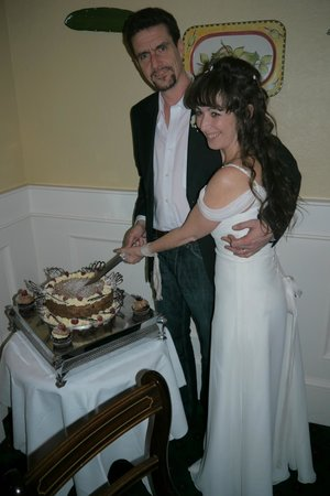 Tullys Hotel: In Tullys Restaurant, with the Superb Wedding Vegan Chocolate Cake they cooked for us.