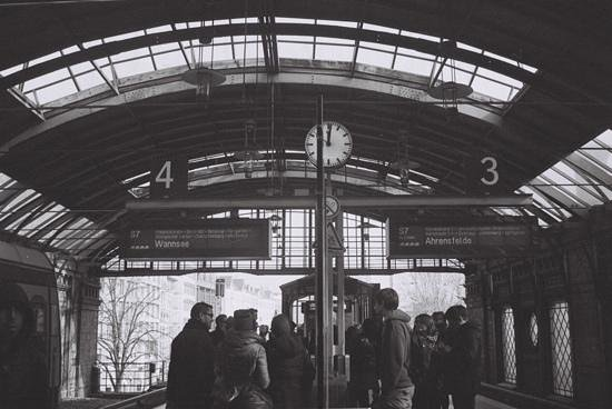 Alternative Berlin Tours: waiting for the train.