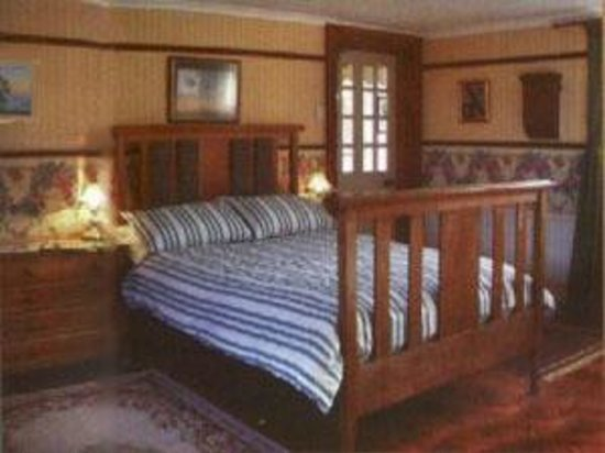 Old School Guest House: View of triple room