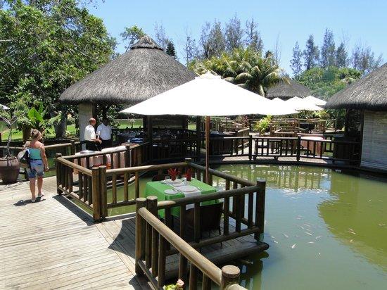 Domaine Anna , Ile Maurice Restaurant  Les paillottes sur le lac