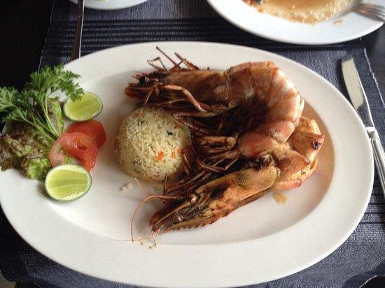 Malli's Seafood Restaurant : 3 огромные королевские креветки (порция на двоих)~3500руп