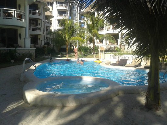 Ambassador in Paradise Resort : Pool