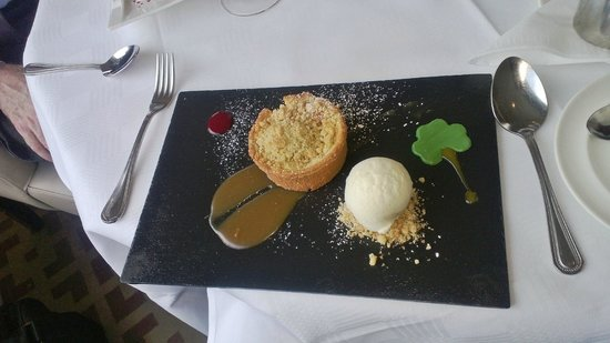 Glenview Hotel: Rhurbarb Tart & Ice cream