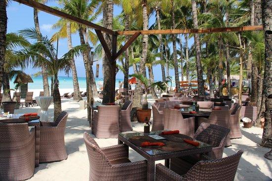 Ambassador in Paradise Resort: Restaurant