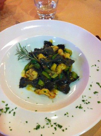 Rifugio Solander: Farfalle al nero con gamberi e zucchine...devo aggiungere altro?
