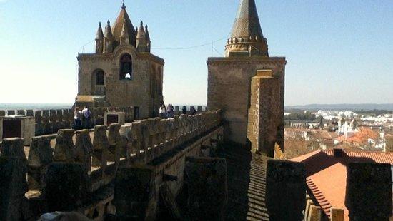 Sé Catedral de Évora: View of roof of Evora Cathedral