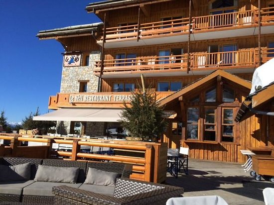 Le Yeti Hotel : Hotel from Terrasse