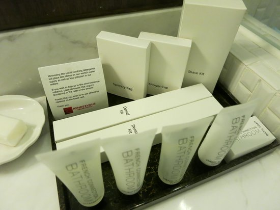 Rendezvous Hotel Singapore by Far East Hospitality: Rendezvous Hotel SG: Bathroom Amenities