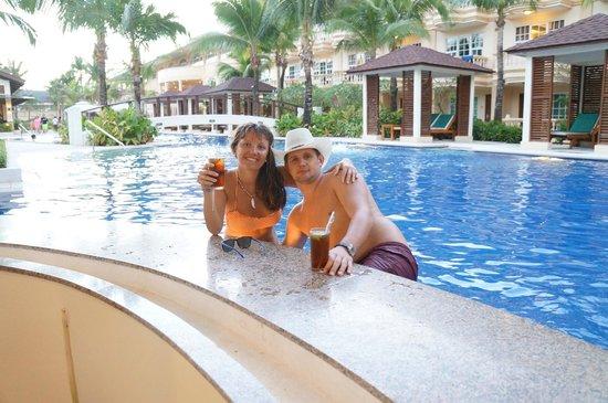 Henann Garden Resort : территория отеля бар в бассейне