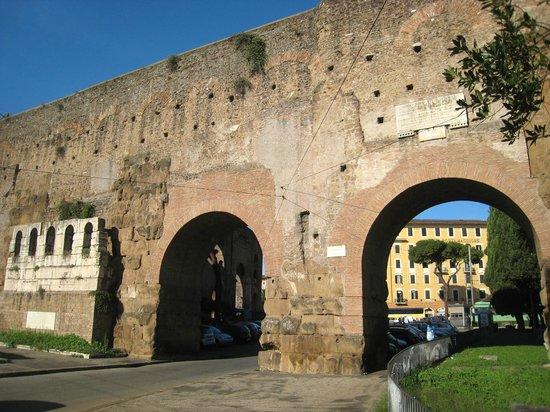 Porta Maggiore: Fine detail