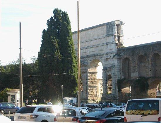 Porta Maggiore: Top level aqueducts