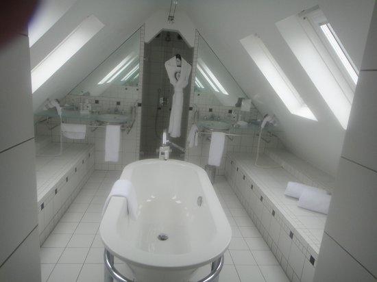 L'Agapa Hotel SPA Nuxe : La salle de bains
