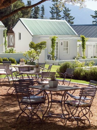 Lavender Farm Guest House Franschhoek: Outside dining area