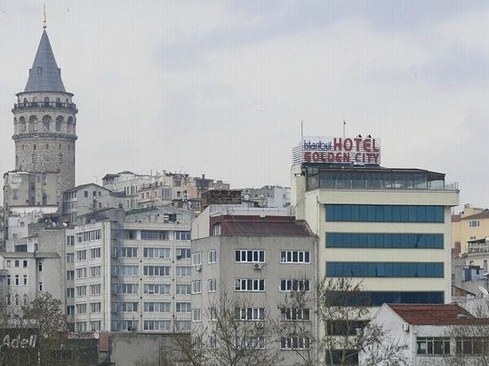 Istanbul Golden City Hotel: view on hotel from metro-bridge1