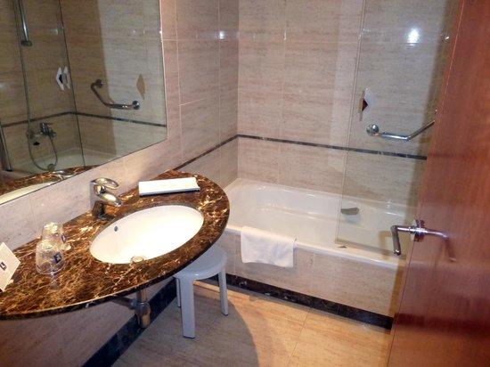 Hotel RH Bayren Parc: otra vista del baño