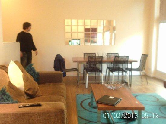 Princes Street Suites: 2