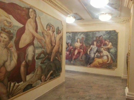 Hotel Alexander Palace: В коридорах отеля!