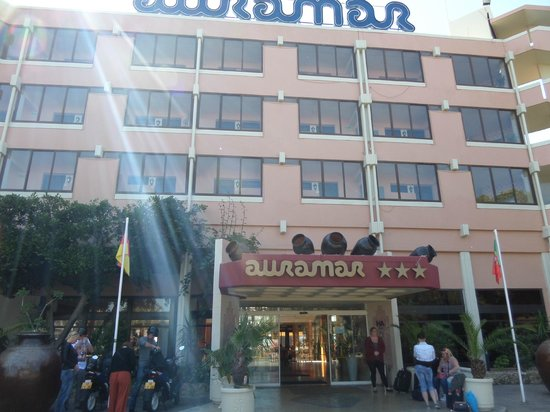 Auramar Beach Resort : Front of Hotel