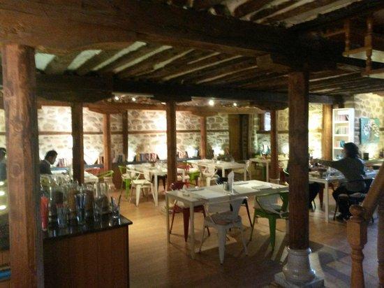 Hich Hotel Konya : Muhteşem cafe & kütüphane & restoran
