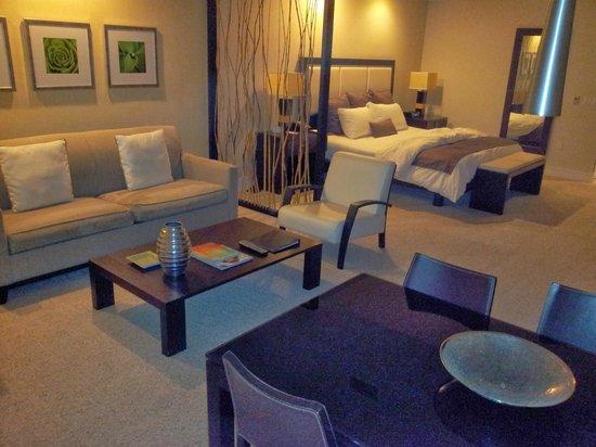 Provident Doral at The Blue Miami: Salon et chambre