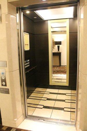 DoubleTree by Hilton Hotel Naha : Lift