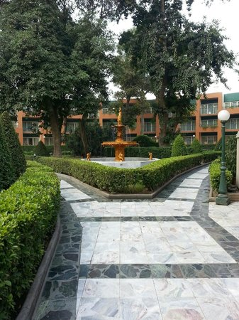 Cairo Marriott Hotel & Omar Khayyam Casino : hotel grounds