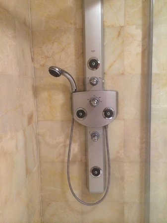 Hagia Sophia Hotel Istanbul Old City: The wonderful Grohe 5 jet shower in my bathroom