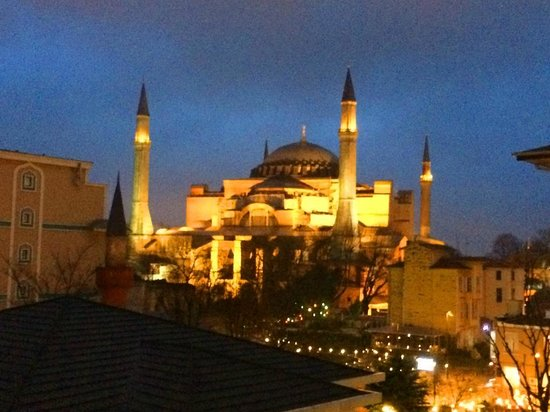 Hagia Sophia Hotel Istanbul Old City: Night view of the Hagia Sophia from my room