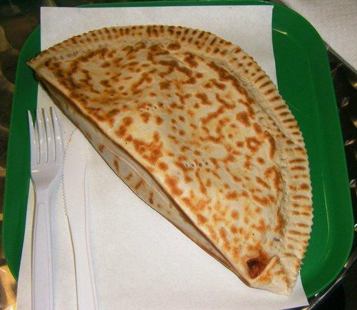 Che Gusto C'e? Rosticceria - Piada e Cassoni : Cassone mozzarella, pomodoro e salamino piccante